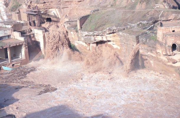 استاندار خوزستان ۵۰ درصد اعتبار تثبیت دیواره سازههای آبی شوشتر را تقبل کرد