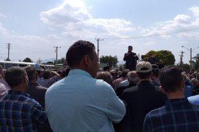 تجمع آرام کارگران هفت تپه مقابل فرمانداری شوش